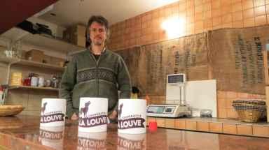 2048x1536-fit_tom-boothe-americain-installe-paris-depuis-2002-est-president-des-amis-de-la-louve-association-qui